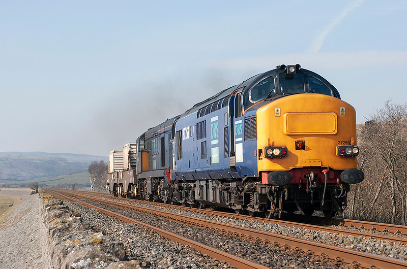 37259 and 20313 Cartmel Sands 23/3/2006<br /> 6C51 1237 Seallfield-Heysham