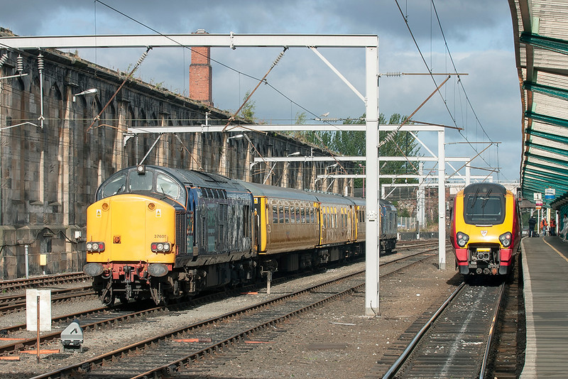 37605, 37610 and 220010, Carlisle 14/9/2005<br /> 220010: 1S34 0637 Stafford-Edinburgh