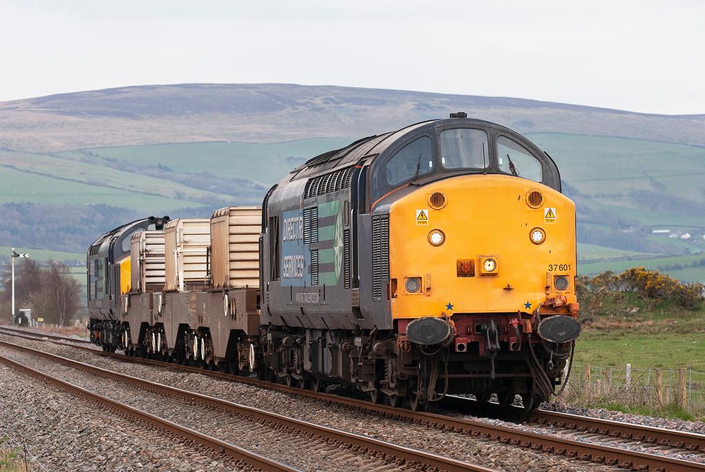 37601 and 37611 Foxfield 15/4/2010<br /> 6C52 1605 Heysham-Sellafield