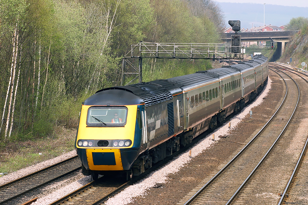 43053 and 43082, Chesterfield 22/4/2005<br /> 5F18 1300 Sheffield-Derby Etches Park