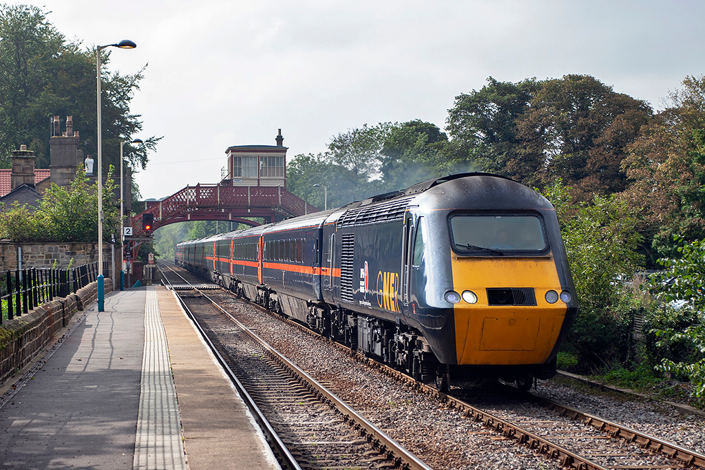 43039 and 43116, Wylam 23/9/2006<br /> 1F66 0755 Inverness-Newcastle