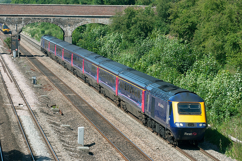 43122 and 43071, Ruscombe 3/6/2011<br /> 1P35 1001 Oxford-London Paddington