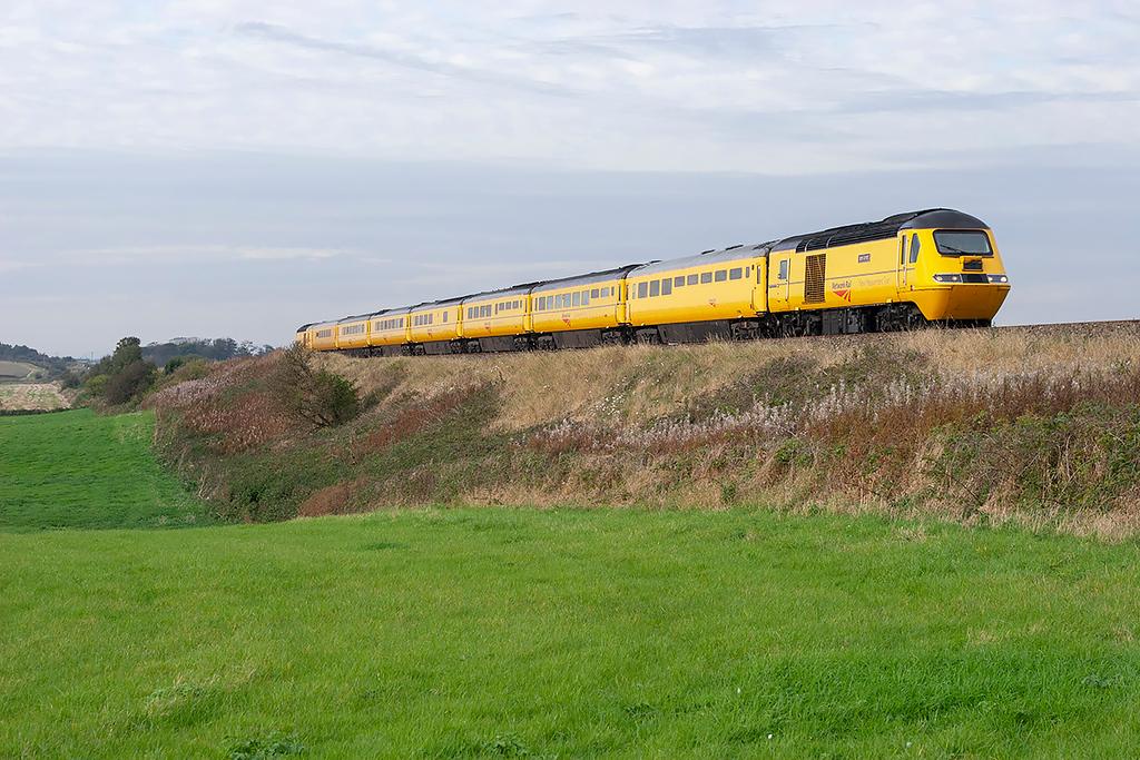 43062 and 43089, Weeton 30/9/2007<br /> 5Q21 1722 Blackpool North-Heaton CS