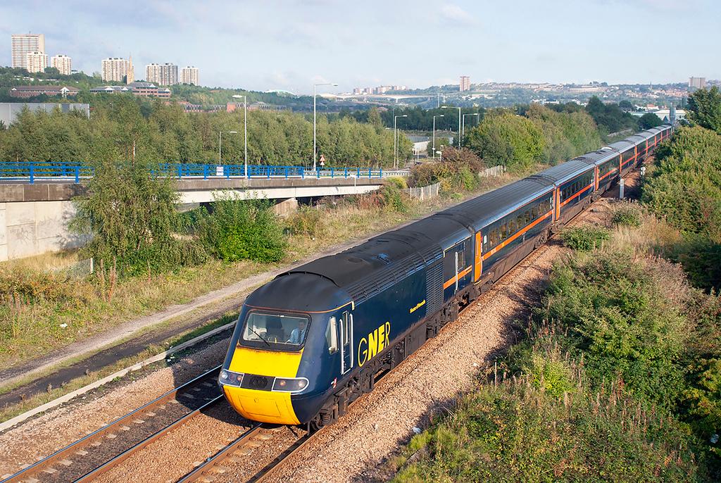 43099 and 43107, Metro Centre 23/9/2006<br /> 1F28 1627 Newcastle-Edinburgh