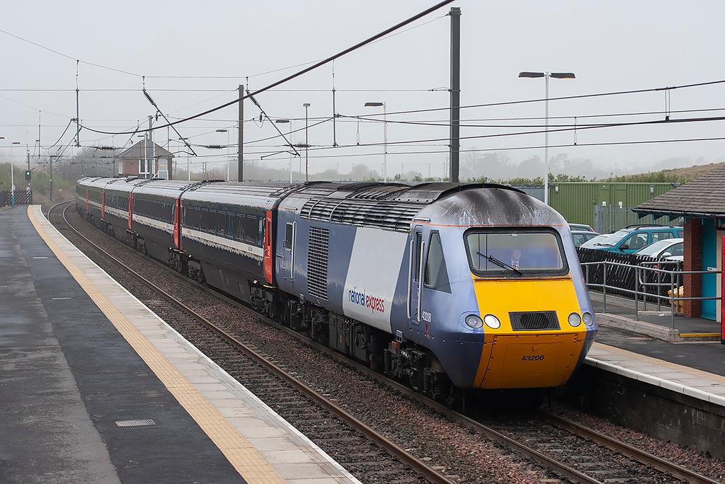 43208 Alnmouth 15/4/2009<br /> 1E10 0752 Aberdeen-London Kings Cross
