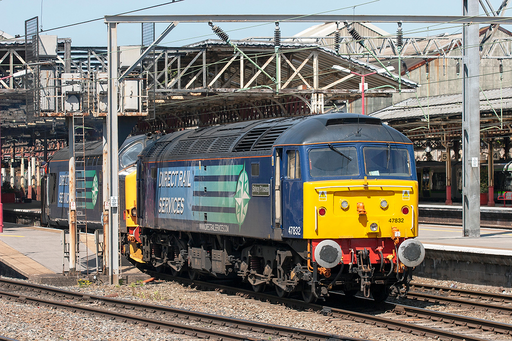 47832 and 37423, Crewe 12/5/2009<br /> 0Z37 1330 Crewe Gresty Bridge-Derby RTC