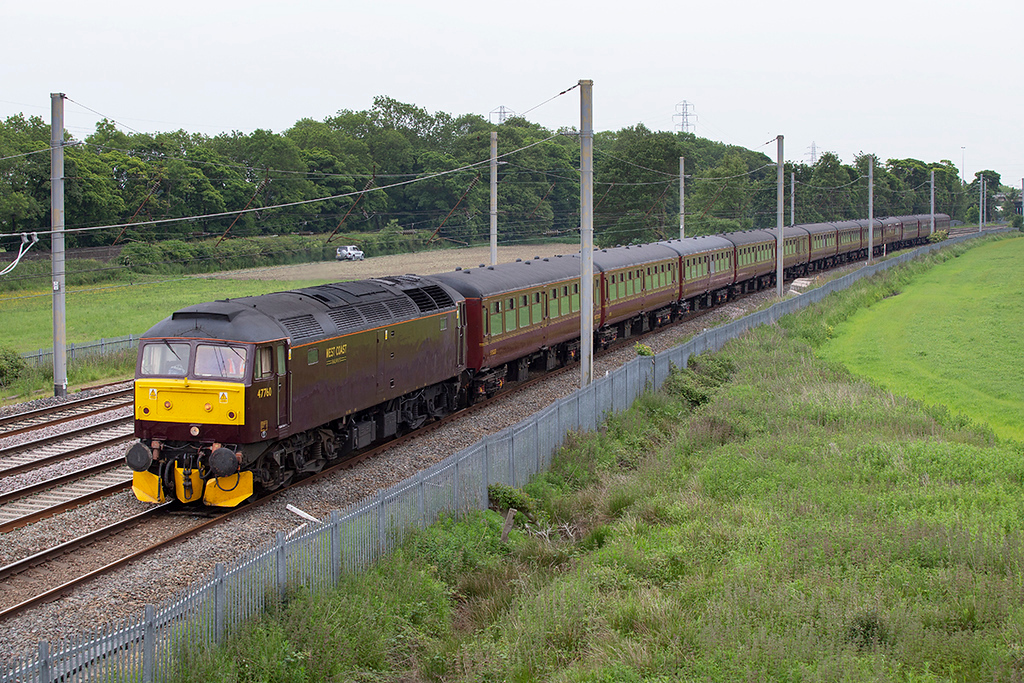 47760 Winwick Junction 12/6/2015<br /> 5M43 1019 Southall-Carnforth