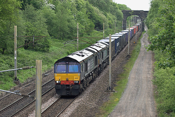 66301 and 66425, Charnock Richard 5/6/2013 4S44 1213 Daventry-Coatbridge