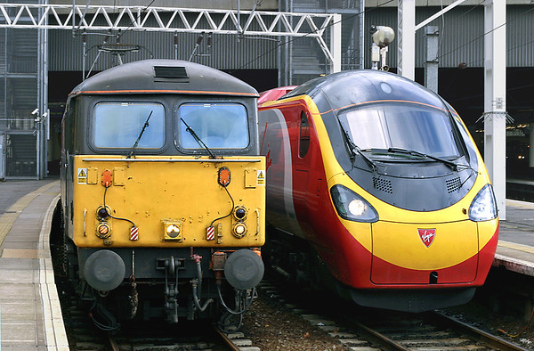 87004 and 390047, London Euston 5/3/2005 87004: 1F20 1500 London Euston-Liverpool Lime Street 390047: 1H25 1455 London Euston-Manchester Piccadilly