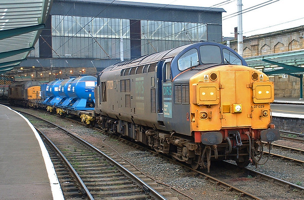 37029 and 37229, Carlisle 27/10/2004