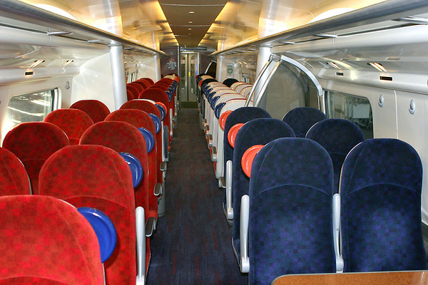 Interior of Saloon 68821 TSO (390021), 29/10/2006