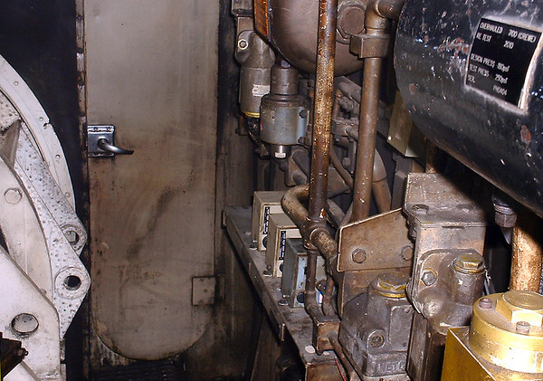 43062, Brake Frame and Governers in Clean Air Compartment 24/10/2004