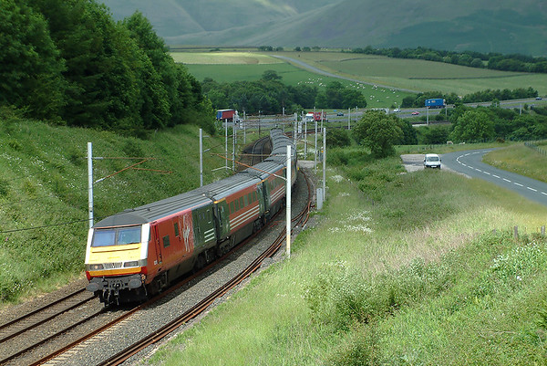 82115 and 90004, Grayrigg 20/6/2003