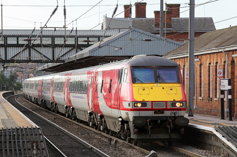 82200 Grantham 15/9/2015<br /> 1G19 1700 York-London Kings Cross
