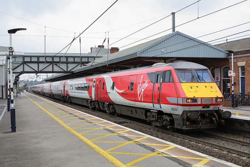 82223 Grantham 15/9/2015<br /> 1A22 1015 Leeds-London Kings Cross
