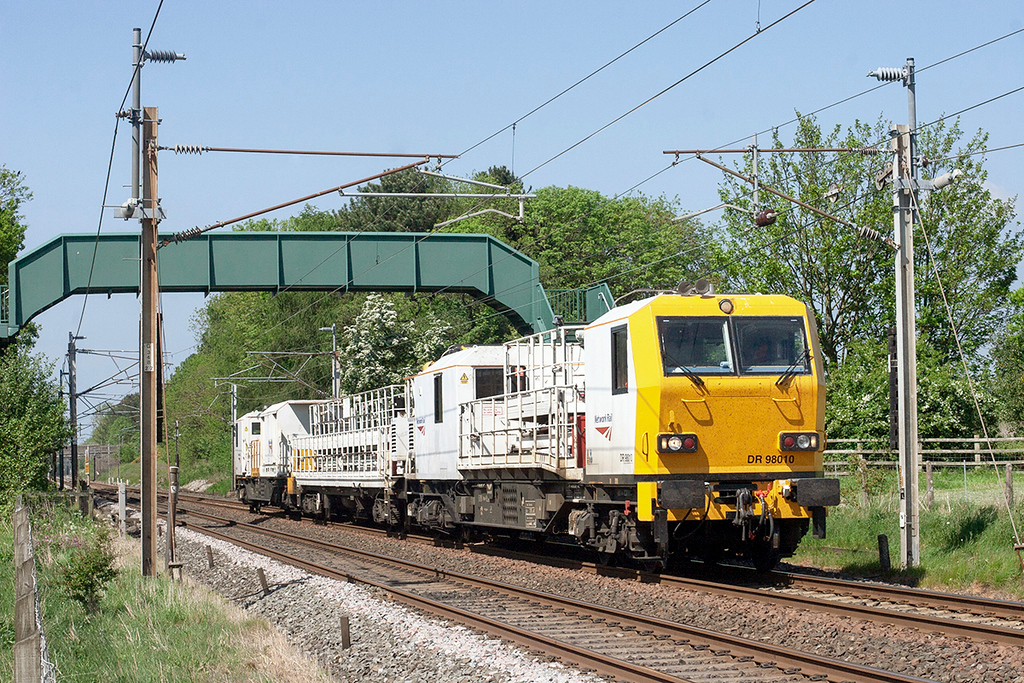 DR98010 and DR98009, Brock 24/5/2010<br /> 6Y53 0950 Ferryhill-Crewe IEMD