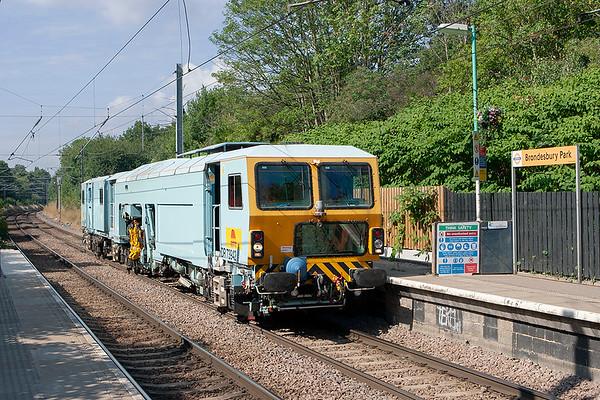 DR73942 Brondesbury Park 24/7/2010 6J87 0930 West Ealing-Ipswich Yard