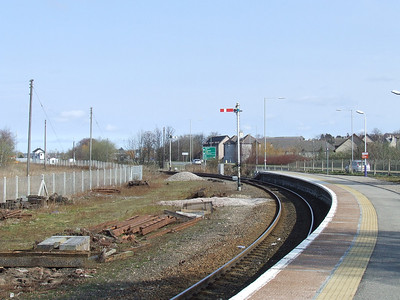 The signal protecting the loop just outside Forres Station