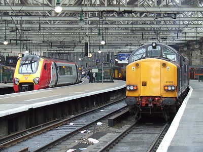221118 Mungo Park and 37605 at Glasgow Central