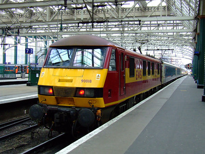 90018 at P9 of Glasgow Central havign arrived with the Caledonian Sleeper