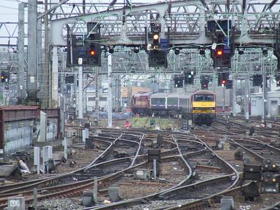 37410 Aluminium 100 leading 90018 at Bridge Street Junction as it heads for Polmadie