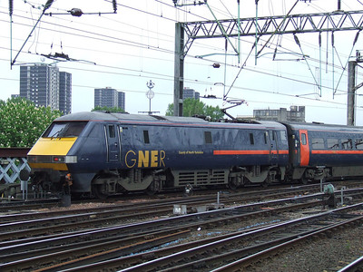 91113 County Of North Yorkshire at the rear of a train for Kings Cross