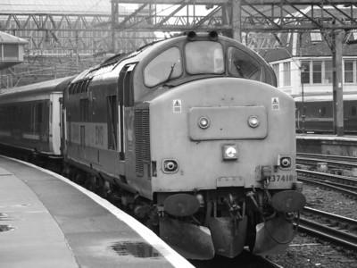 37410 Aluminium 100 edging away from P9 waiting to take the Caledonian Sleeper to Polmadie
