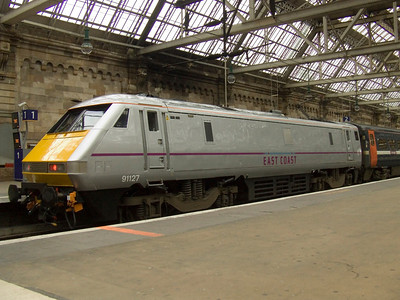 91127 at P2 of Glasgow Central in it's new silver/grey colour scheme that will adorn all Class 91 engines