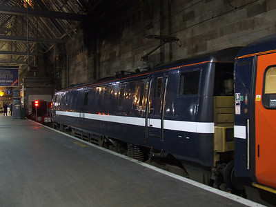 91118 at P1 of Glasgow Central, showing it's new National Express East Coast (NXEC) branding, a full day ahead of official launch on 9th December