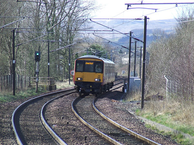 318266 approaching Johnstone with a service to Glasgow Central