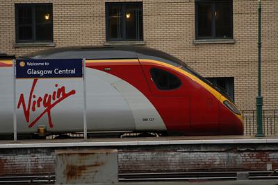 390127 Virgin Buccaneer - Jessica Varnish at P1 of Glasgow Central
