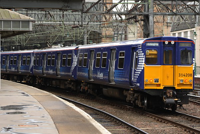 314208 drawing into Glasgow Central