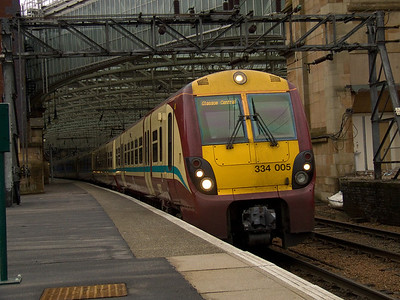 334005 at P11 of Glasgow Central