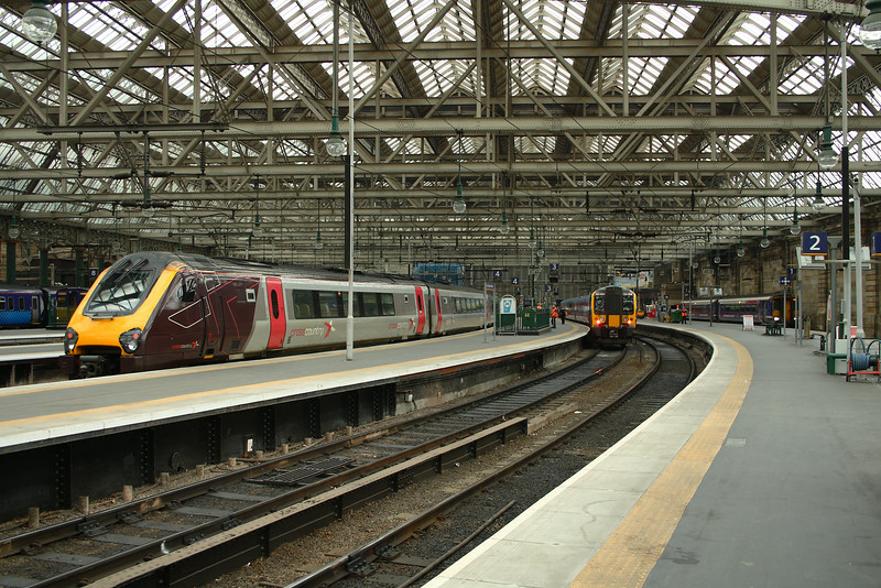 221123 and 350404 Glasgow Central (High Level) Glasgow 08/07/2014
