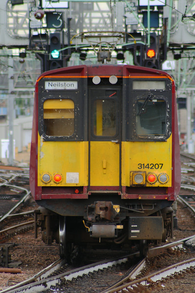314207, departing on a Neilston working Glasgow Central (High Level) Glasgow 08/07/2014
