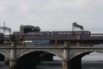 156512 crossing Clyde Viaduct as it draws into Glasgow Central