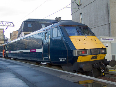 Mark 4 DVT 82201 in it's new East Coast branding at P1 of Glasgow Central