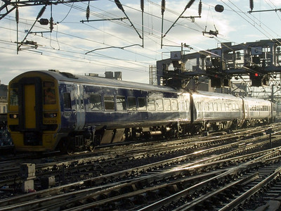 158789 approaching Glasgow Central, wearing unbranded Northern indigo blue base coat.