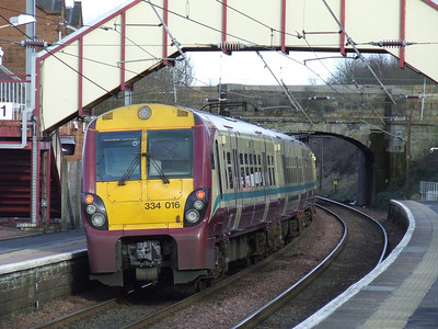 334016 paused at Johnstone on a service to Glasgow Central