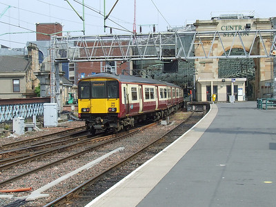 318252 arriving at P12 of Glasgow Central