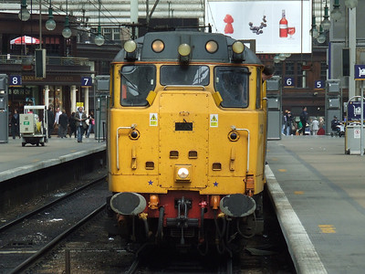31602 Driver Dave Green - 19B with the Network Rail Test Train waiting to depart Glasgow Central