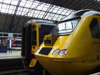 43062 Johns Armitt at P7 of Glasgow Queen Street with the New Measurement Train and 158736 at P6