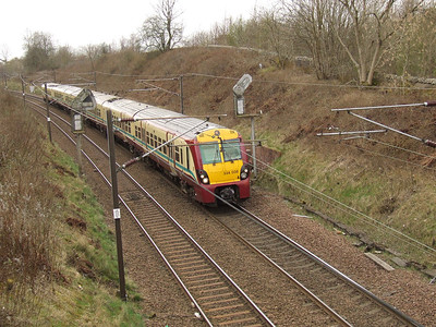 334038 on a Glasgow Central service passing through Elderslie at the head of a two unit set