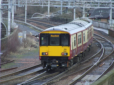 318268 departing Paisley Gilmour Street crossing Wallneuk Junctionon a service to Glagow Central