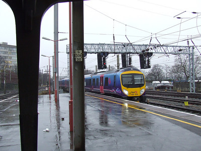 185124 drawing into Preston with a Blackpool North service