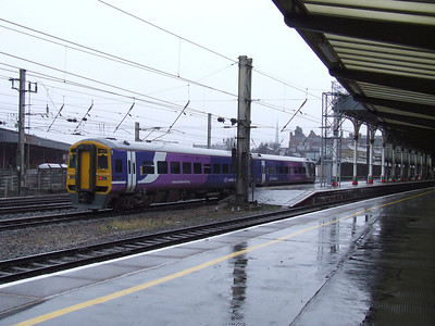 158817 drawing into P1 of Preston with a Blackpool North service