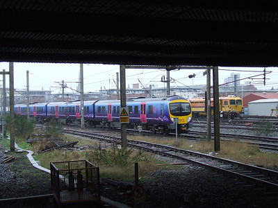 185105 approaching on a service to Manchester Airport