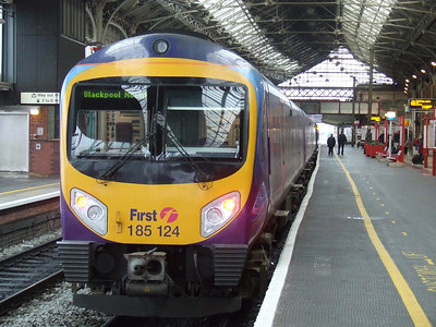 185124 at P4 of Preston with a Blackpool North service