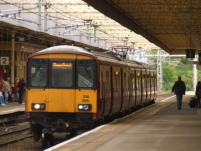 318265 pauses at P1 of Paisley Gilmour Street waiting to depart to Glasgow Central