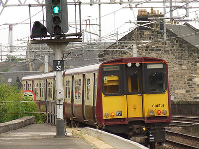 314214 departs P1 of Paisley Gilmour Street with a service for Glasgow Central